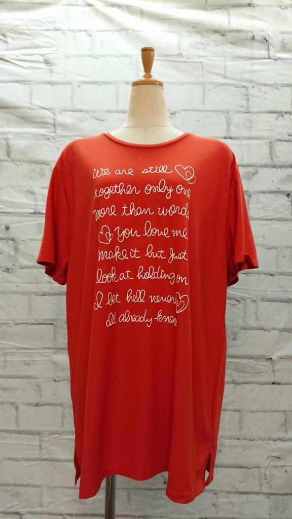 フワッとシルエットのビタミンカラーTシャツ