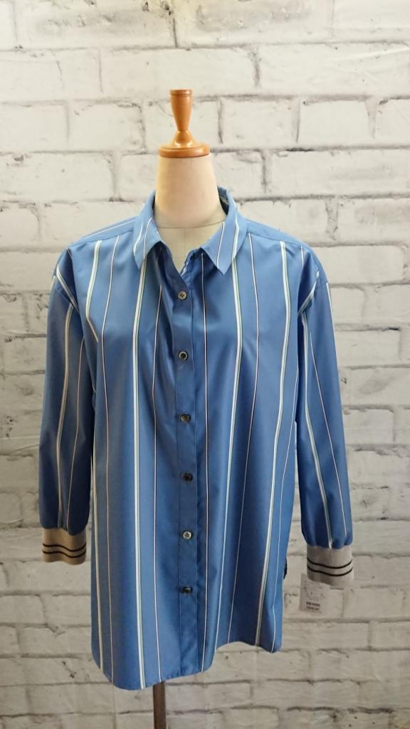 爽やかな秋晴れの様なシャツ